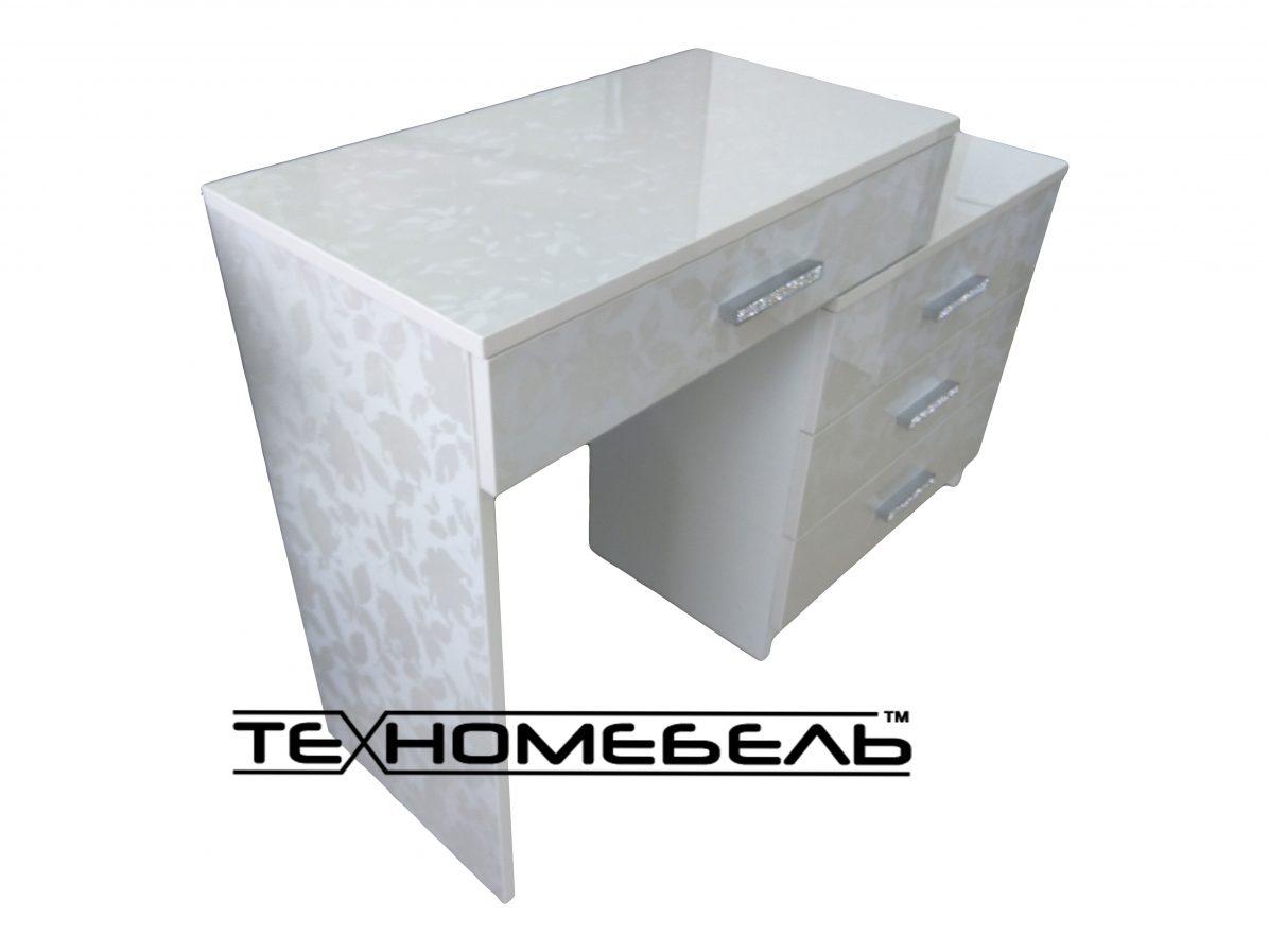 Красивый туалетный столик
