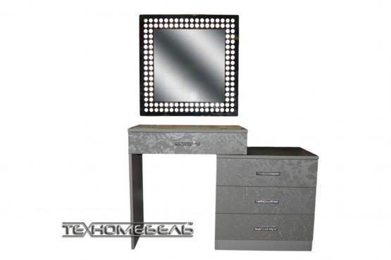 Зеркало с подсветкой в пенале из ДСП